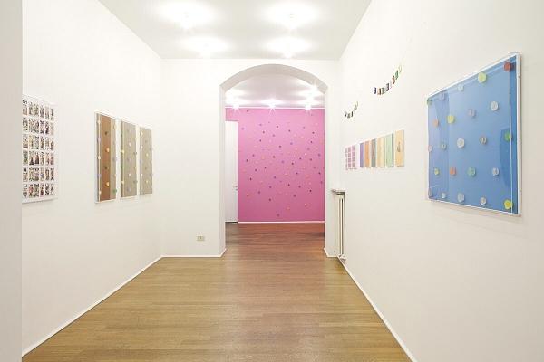 Angelo Formica, Gioco sacro, veduta della mostra, 2013, Galleria Toselli