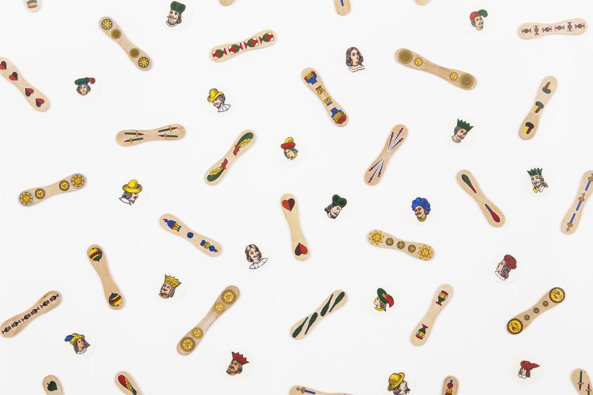 Angelo Formica, Senza titolo, dettaglio, collage su ostie e stecchi su forex in teca, 2011, Galleria Toselli