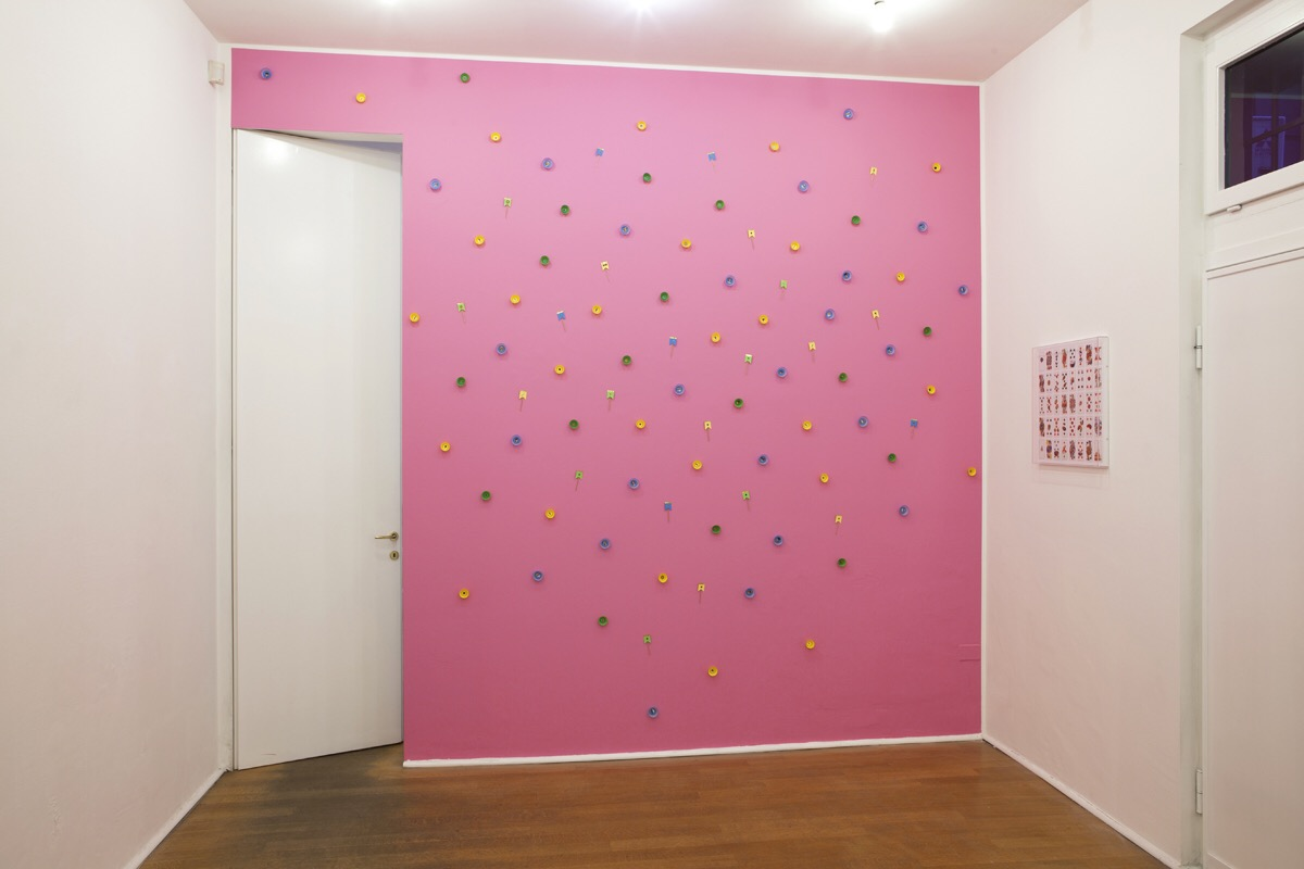 Angelo Formica, Parete rosa, mixed media on wall, 2013, Galleria Toselli